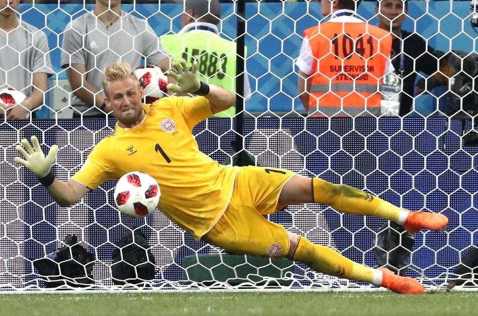 קספר שמייכל איבן רקיטיץ' נבחרת דנמרק נבחרת קרואטיה (צילום: MCT)