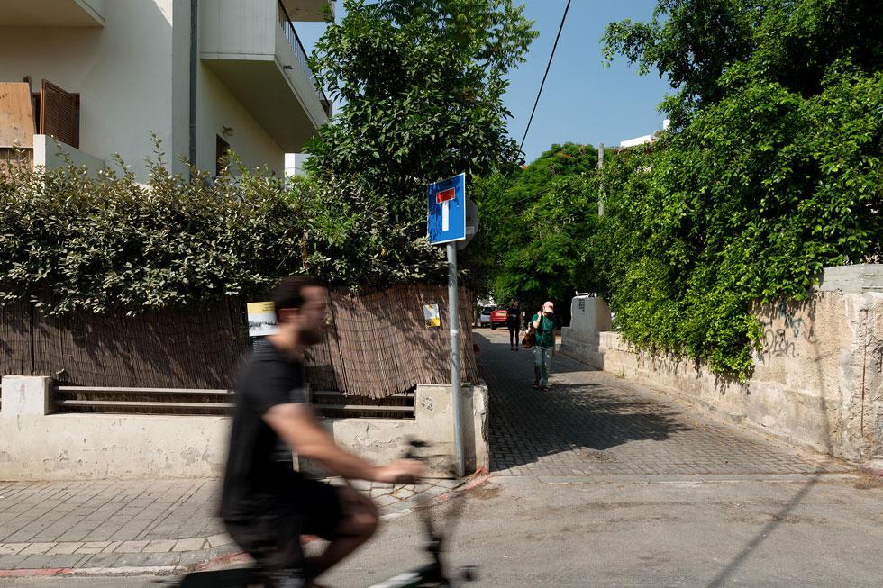 ברחובות הסואנים שמקיפים את שוק הכרמל ונחלת בנימין, קל להחמיץ את הסמטה החבויה (צילום: גדעון לוין)
