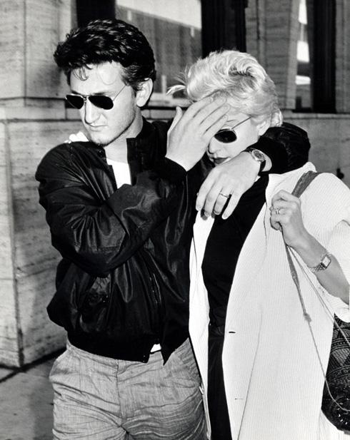 שון פן ומדונה עם משקפי ריי באן בשנות ה-80