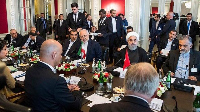נשיא שוויץ אלן ברסט פגישה עם נשיא איראן חסן רוחאני (צילום: EPA)