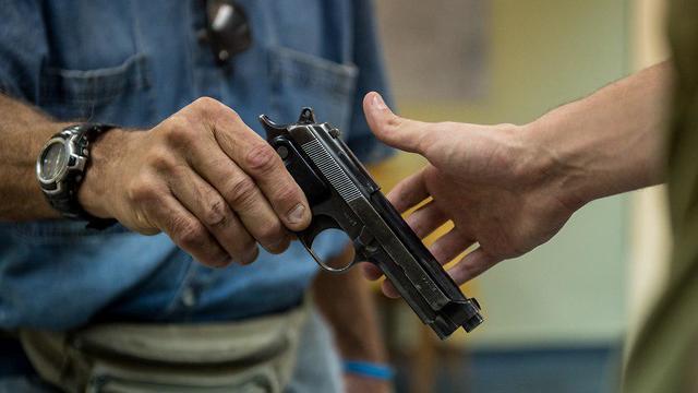 אקדח חיסולים סיירת רימון (צילום: דובר צה
