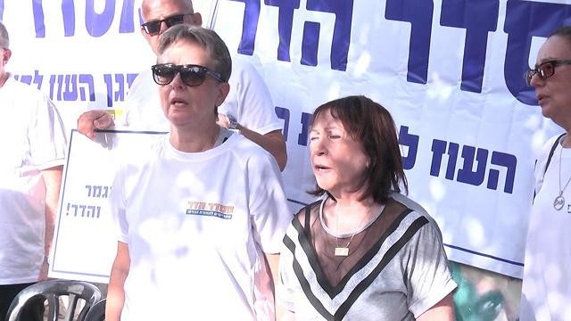 Leah Goldin and Zehava Shaul (Photo: Moshe Mizrahi)