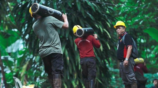 Поисково-спасательная операция в Таиланде. Фото: EPA