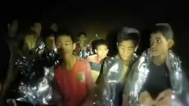 חילוץ הנערים ממערה בצפון תאילנד (צילום: BBC )