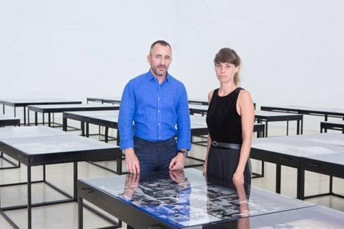 אוצרי התערוכה, אדריכלים טליה דוידי וצבי אלחייני (צילום: ינאי יחיאל)