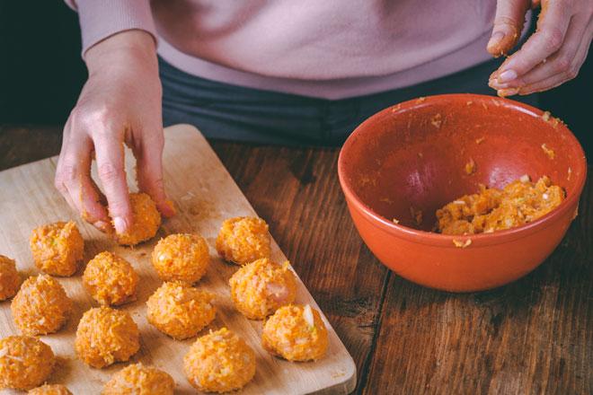 כדי שהקציצות יתבשלו באופן שווה, חשוב שגודלן יהיה זהה (צילום: Shutterstock)
