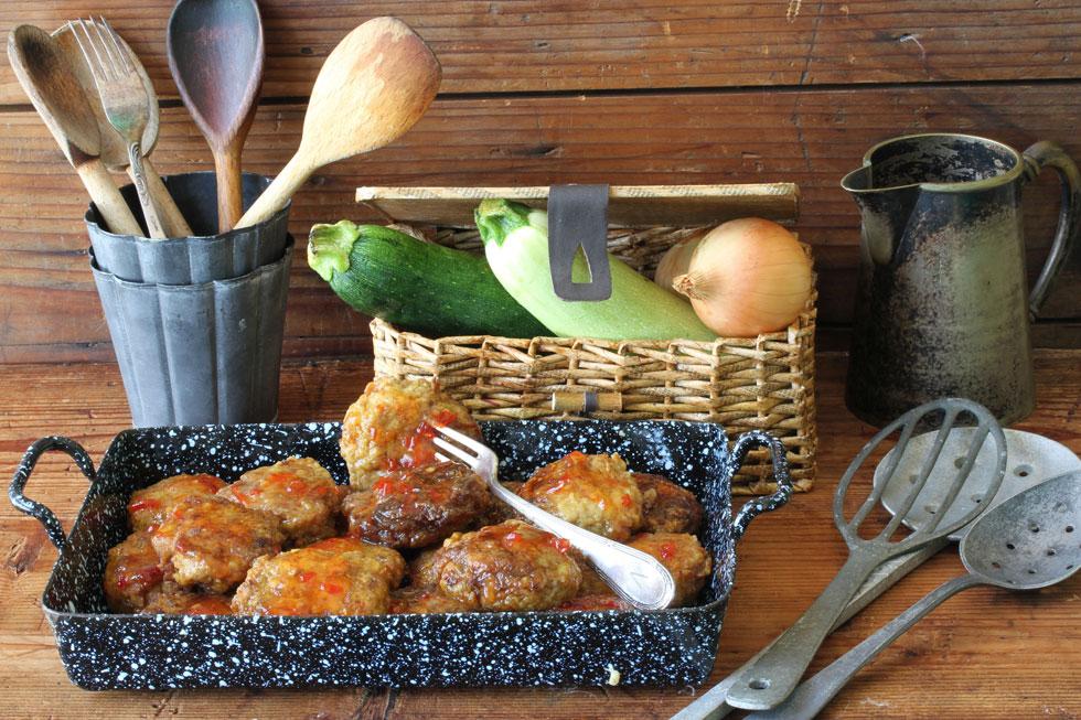 הירקות מוסיפים טעם - וגם אווריריות. קציצות בשר וקישואים (צילום, סגנון והכנה: אסנת לסטר)
