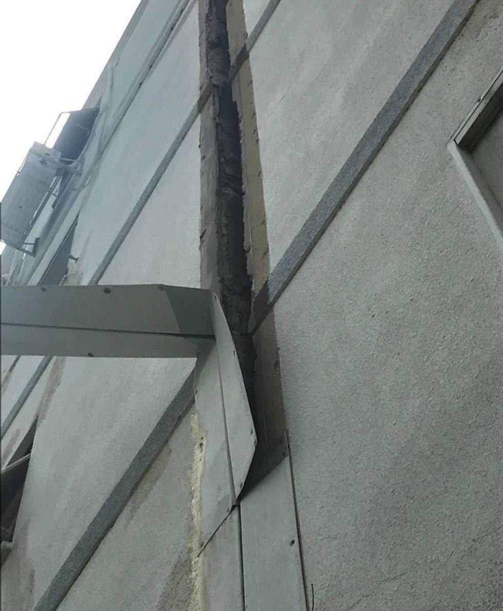סדקים בבניין ברחוב אלנבי בחיפה  (צילום: ש. ישועה )
