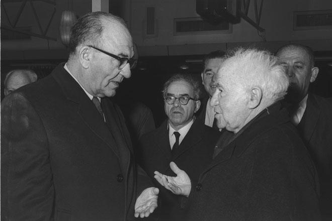 """אשכול עם דוד בן גוריון, שאותו החליף בראשות הממשלה. """"ישראל אינה רוצה מלחמה"""" (פריץ כהן, לע""""מ)"""