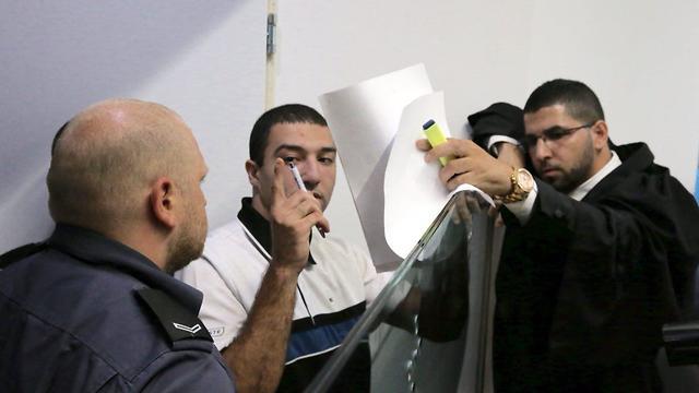 אמיר מרמש בהגשת כתב האישום (צילום: מוטי קמחי)