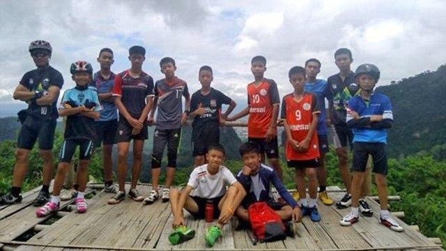 Футбольная команда, которая оказалсь в западне