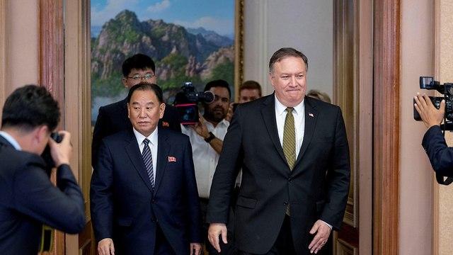 מזכיר המדינה האמריקני מייק פומפאו והבכיר קים יונג צ'ול פיונגיאנג צפון קוריאה (צילום: רויטרס)