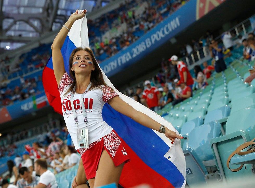 אוהדת נבחרת רוסיה (צילום: AP)