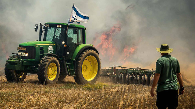 Fires in Gaza border communities amid incendiary balloons  (Photo: Moshe Filberg)