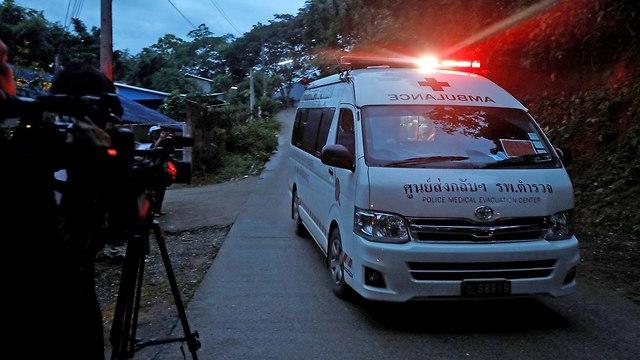 חילוץ הנערים מהמערה (צילום: AFP)