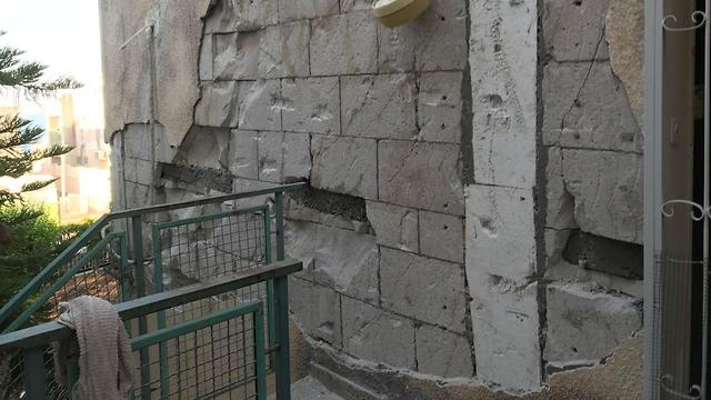 נזק שככל הנראה נגרם למבנה בטבריה מרעידות אדמה (צילום: עיריית טבריה)
