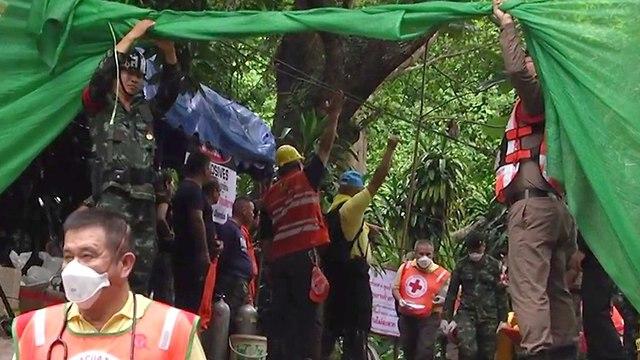 Лагерь спасательной группы. Фото: EPA