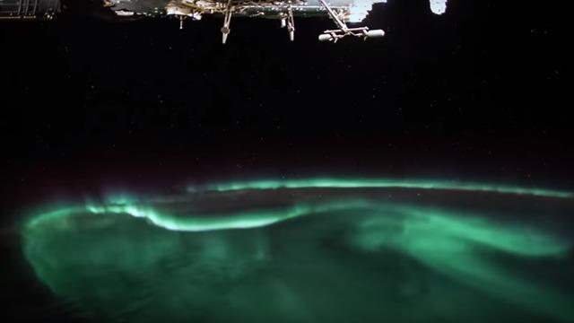 זוהר הקוטב, כפי שתועד מהחלל (צילום: אלכסנדר גרסט, סוכנות החלל האירופית)