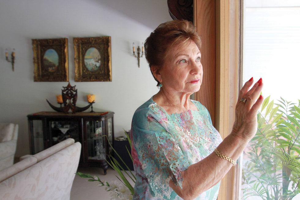 """רחל ראשוני. """"בגיל 8 נותרתי בלי אמא, בגיל 56 בלי בעל, וכעת בגיל 77 בלי שני ילדיי"""" (צילום: אסף פרידמן)"""