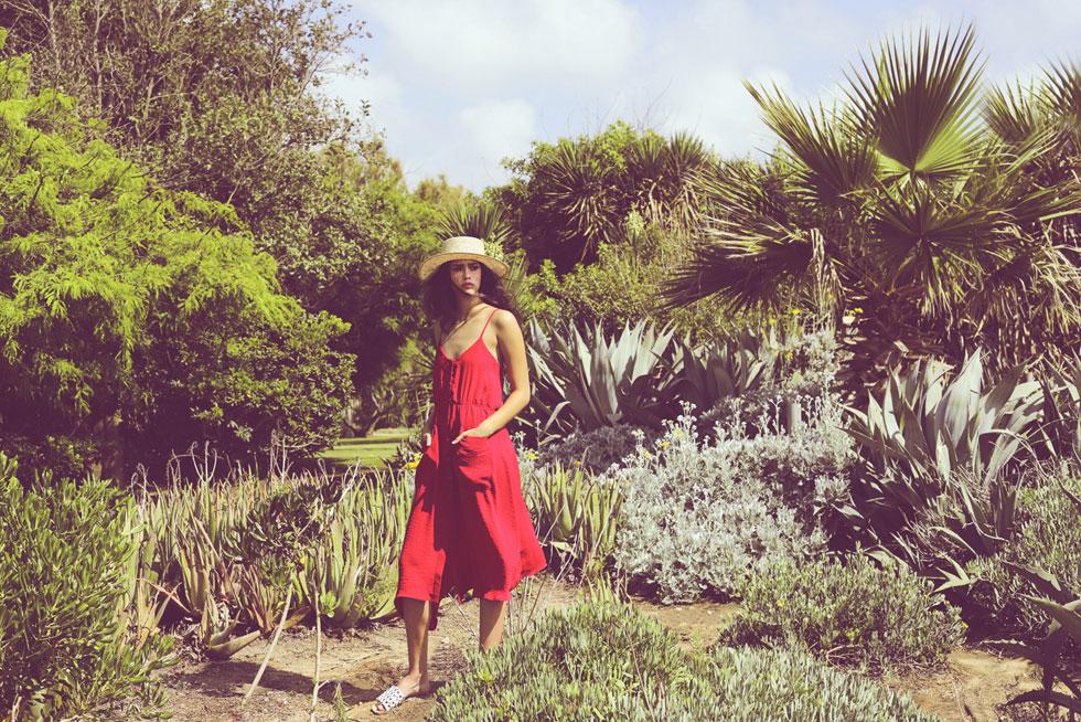 שמלה, לילמיסט | נעליים, אלדו | כובע, אוסף פרטי  (צילום: רונן פדידה)