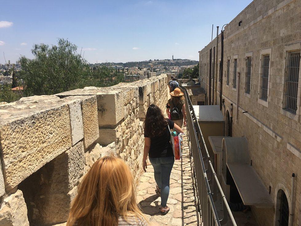 טיילת החומות (צילום: גלעד כרמלי)