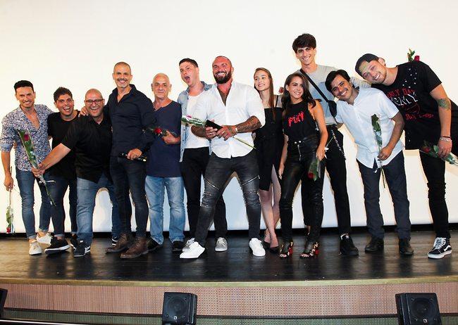 כל הקאסט על הבמה (צילום: רפי דלויה)