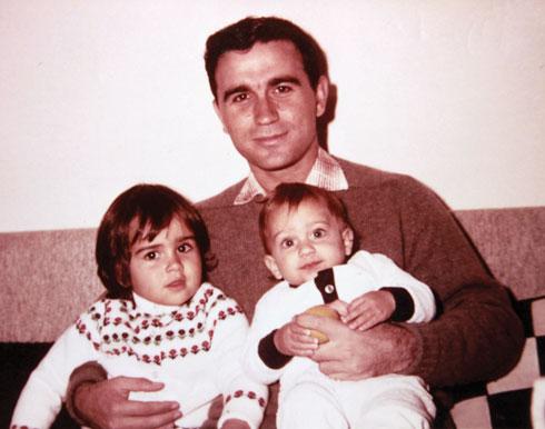 """דורית ושי עם אביהם, איתן ראשוני ז""""ל. """"מתגעגעת לימים הטובים שהיו לנו, לפני שהכל התהפך"""" (צילום: אלבום פרטי)"""
