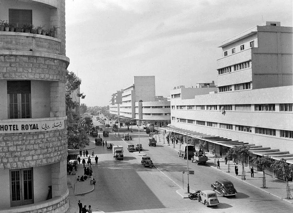 את הפרויקט ההיסטורי, שהוקם על רצועת ים שיובשה לצורך הקמת הנמל, תכנן האדריכל הבריטי קליפורד הולידיי בשנות ה-30. הוא עיצב שדרת בתים רציפה, עם חזית אחידה. הקומה הראשונה מסחרית ומעליה קומות מגורים  (צילום: Library of Congress, Prints & Photographs Division, LC-DIG-matpc-12407)