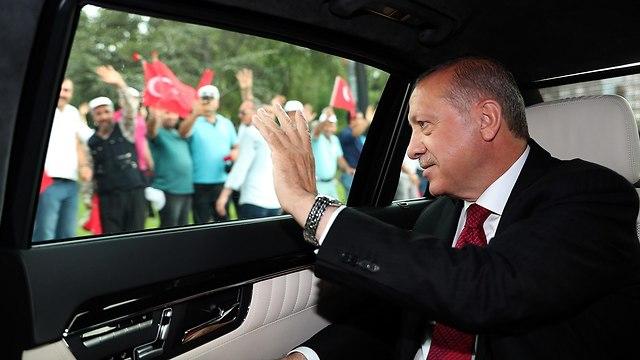 רג'פ טאיפ ארדואן ואשתו (צילום: AFP / TURKISH PRESIDENT OFFICE)