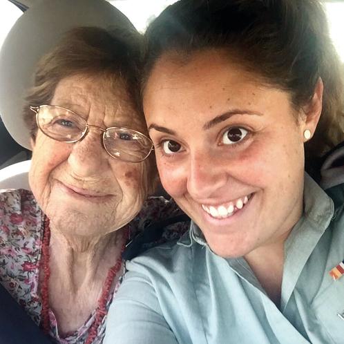 אדית גאון אמא של סרן נמרוד גאון נהרג ב מלחמת יום כיפור כתבה את השיר אני שומע שוב נפטרה שלמה ארצי ()