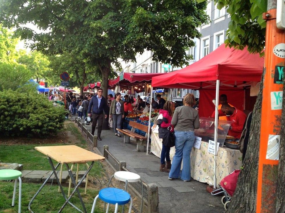 השוק שבכיכר שאטלן  (מתוך אתר Handbags and Cupcakes)