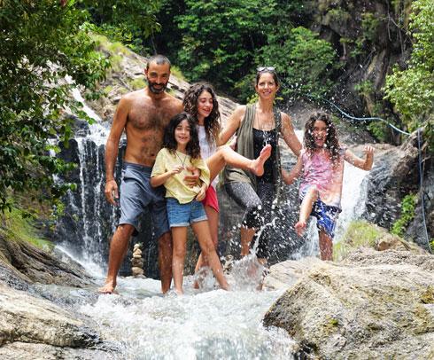 """משפחת טננצפ. """"אחרי כמה חודשי טיול התחושה הפכה מחופשה לחופש"""" (צילום: טל חיים יופה)"""