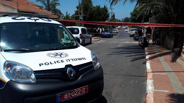 זירת הרצח בה נמצאה גופתה של אופירה חיים בתל מונד (צילום: שמיר אלבז)