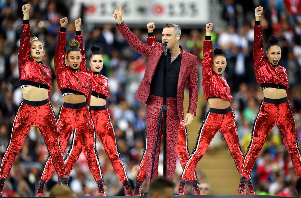 יותר אדום או יותר מנומר? רובי וויליאמס בערב הפתיחה של משחקי המונדיאל ברוסיה  (צילום: Matthias Hangst/GettyimagesIL)
