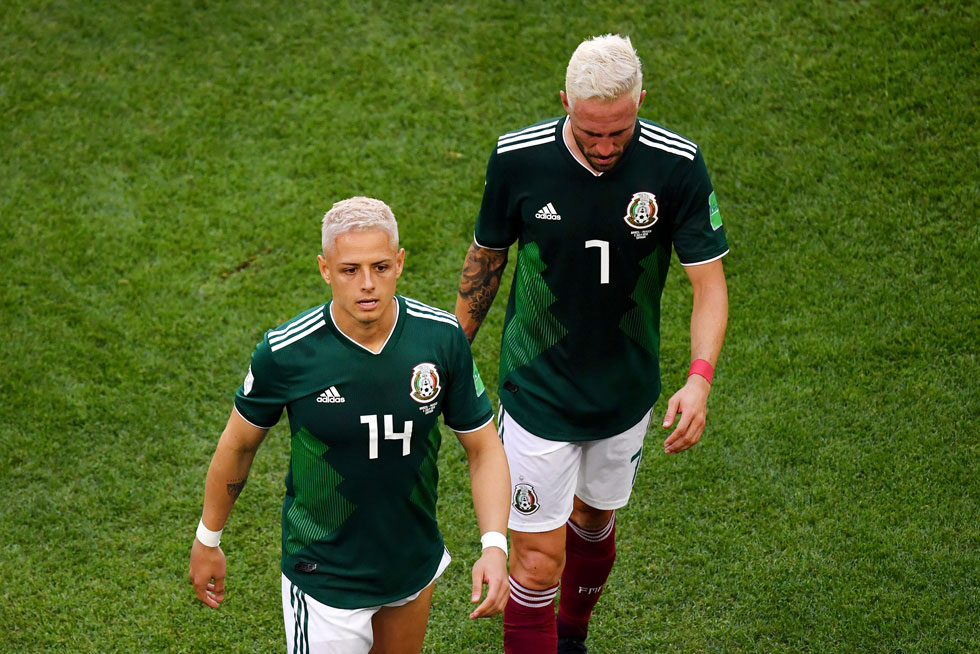 האם חמצון מוביל לניצחון? כנראה שלא. חאבייר הרננדס ומיגל ליון מנבחרת מקסיקו  (צילום: Hector Vivas/GettyimagesIL)