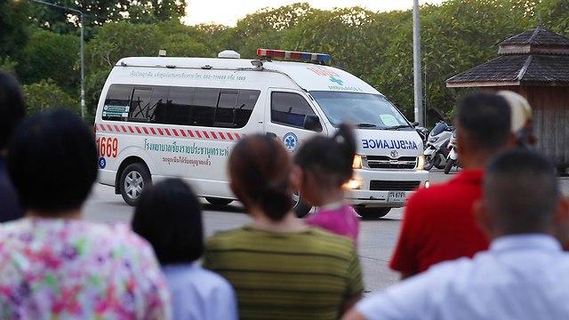 Машина со спасенными школьниками. Фото: AP