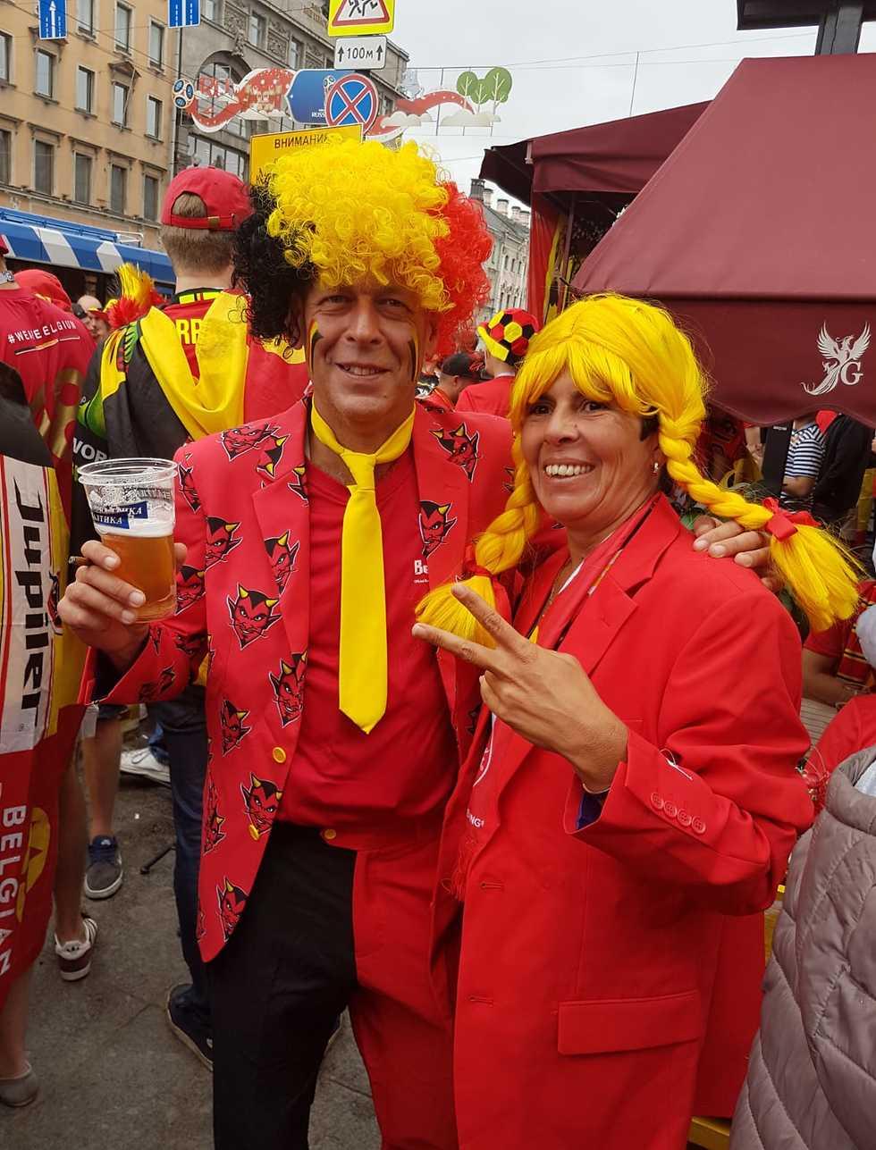 אוהדי בלגיה מתחממים לצרפת (צילום: פרטי)
