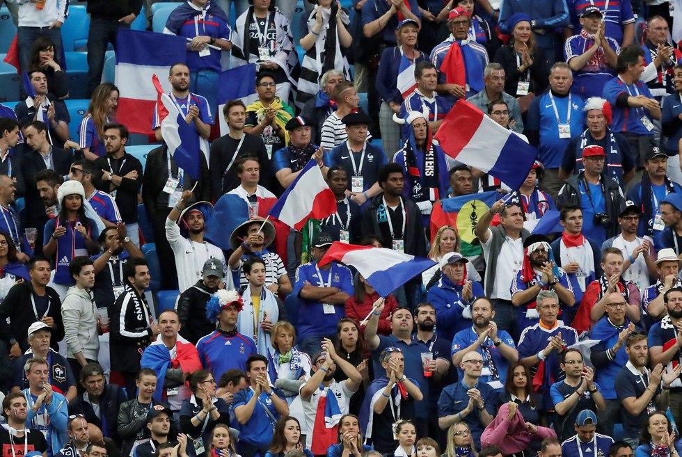 אוהדי נבחרת צרפת בחצי גמר המונדיאל (צילום: רויטרס)