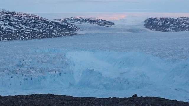 התנתקות הקרחון בגרינלנד (צילום: אוניברסיטת ניו-יורק)
