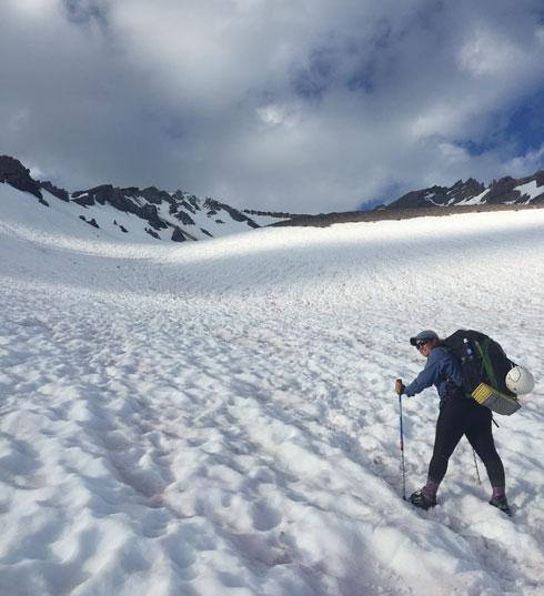 """הולכים בשלג. """"זה היה חלק של 400 מייל שכולו מושלג"""" (צילום: תמר אוחנה)"""