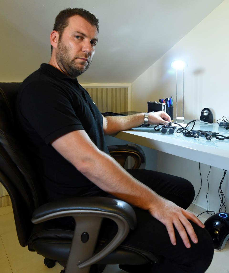 Феликс за рабочим столом отца. Фото: Хаим Оренштейн