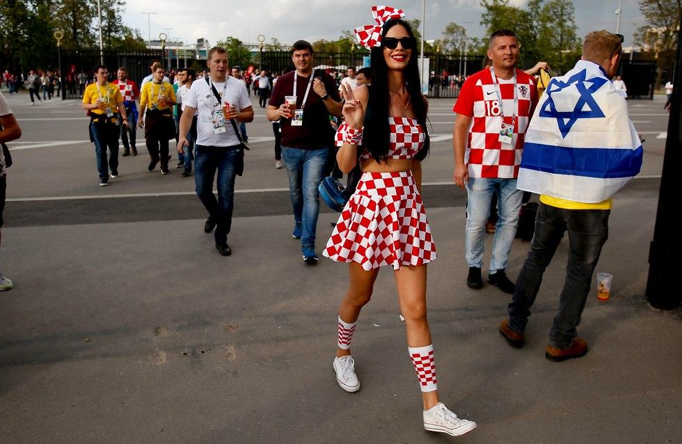 אוהדת נבחרת קרואטיה (צילום: AP)