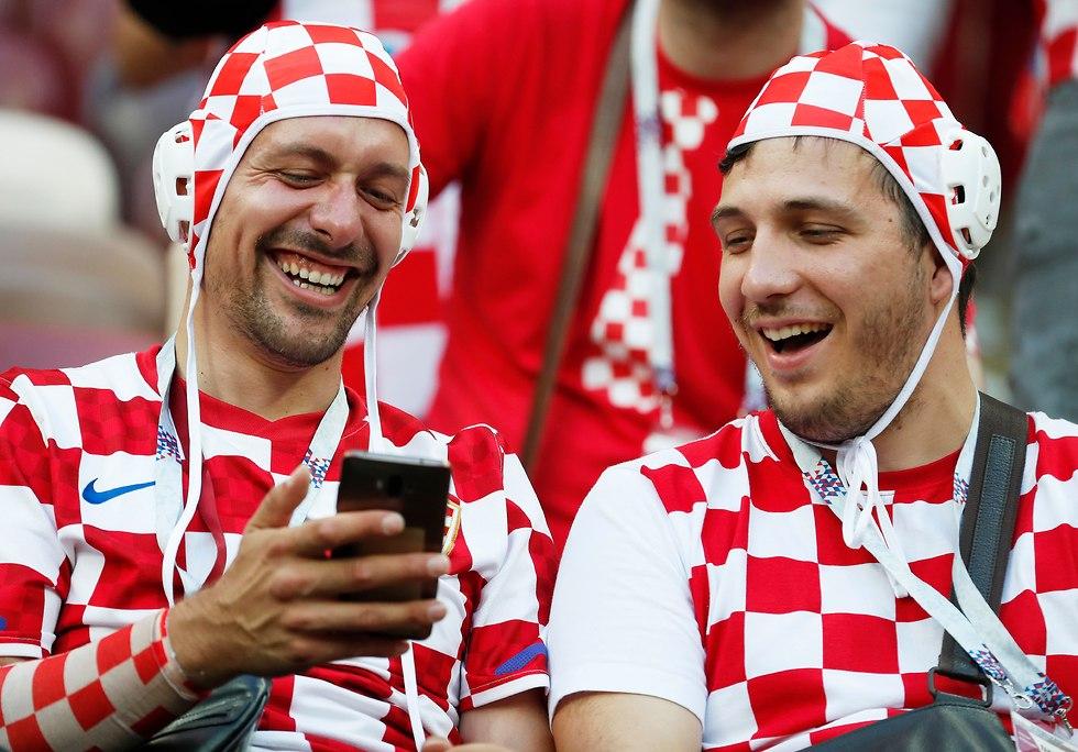 אוהדי נבחרת קרואטיה (צילום: EPA)