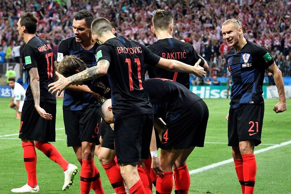 נבחרת קרואטיה חוגגת (צילום: AFP)