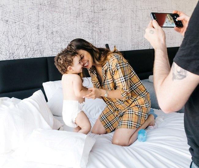 כי אין בעולם אהבה כמו אהבה של אמא. ימית סול והבן איתן (צילום: עדי סגל)