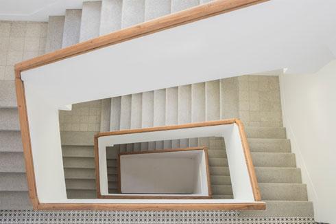 גרם המדרגות המשופץ. האדריכל גיא כץ אחראי לתוכניות (צילום: עמרי טלמור)