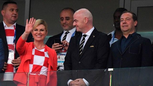 נשיאת קרואטיה רבע גמר מונדיאל נגד רוסיה (צילום: AFP)