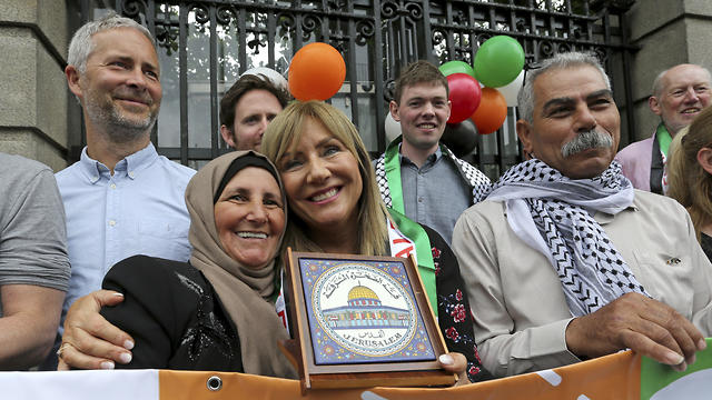 Irish senator Frances Black with Palestinian farmer  (Photo: AP)