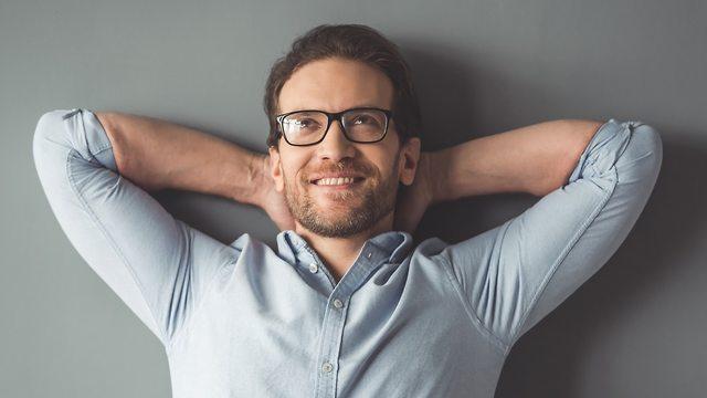 גבר נח מרוצה מעצמו (צילום: Shutterstock)