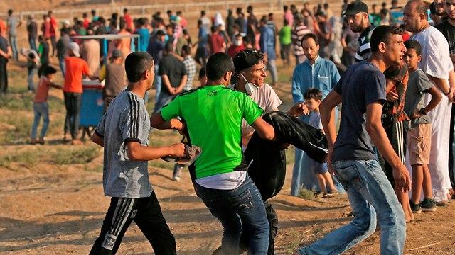 הפגנה על גדר המערכת (Photo: AFP)